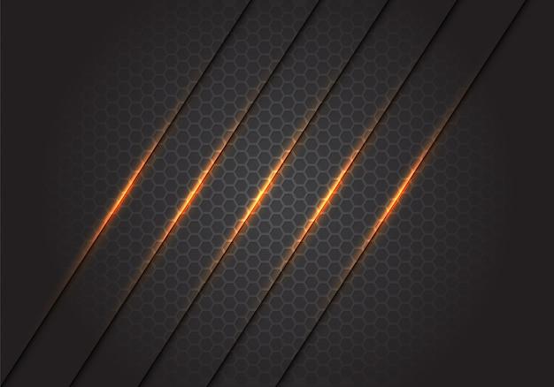 Абстрактные золотые легкие линии косые черты на темно-сером фоне шестиугольника сетки. Premium векторы