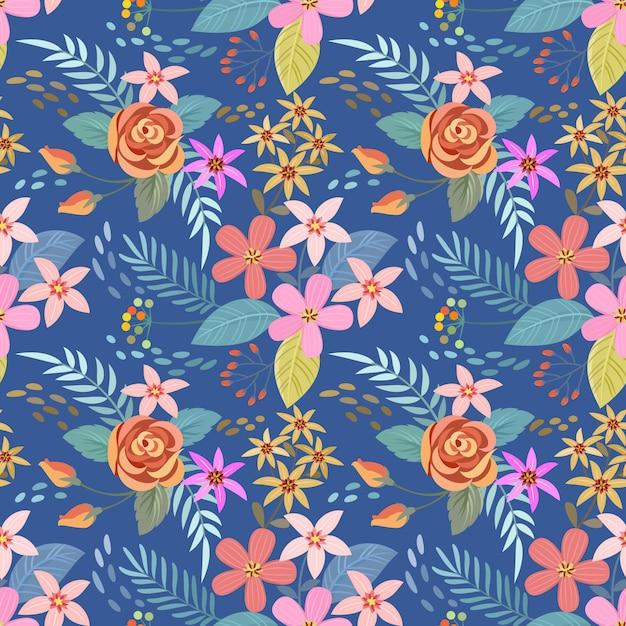 青色の背景のシームレスなパターンにカラフルな手描きの花。 Premiumベクター