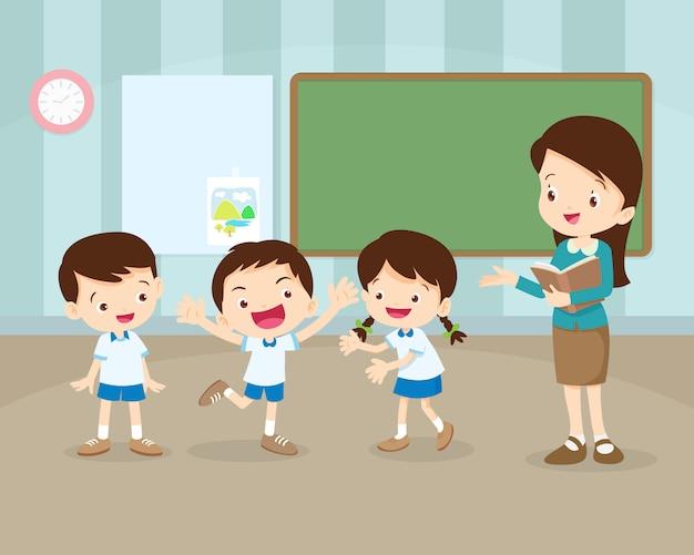 教室の前で発表する学生 Premiumベクター