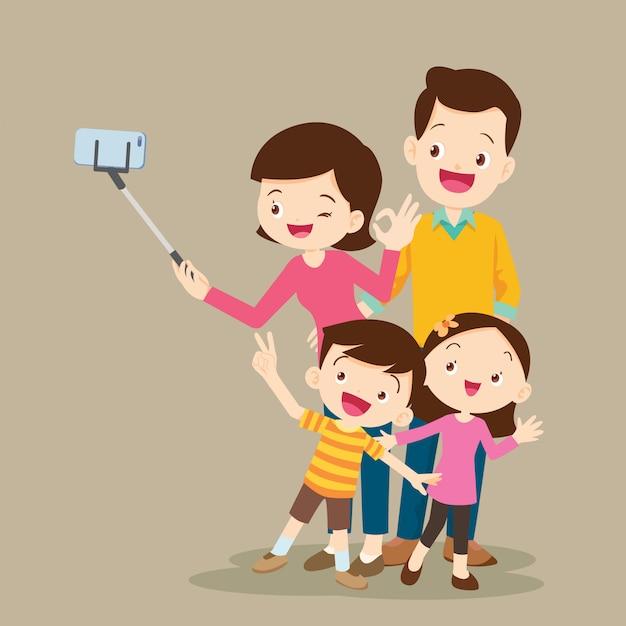 Счастливая семья делает селфи Premium векторы