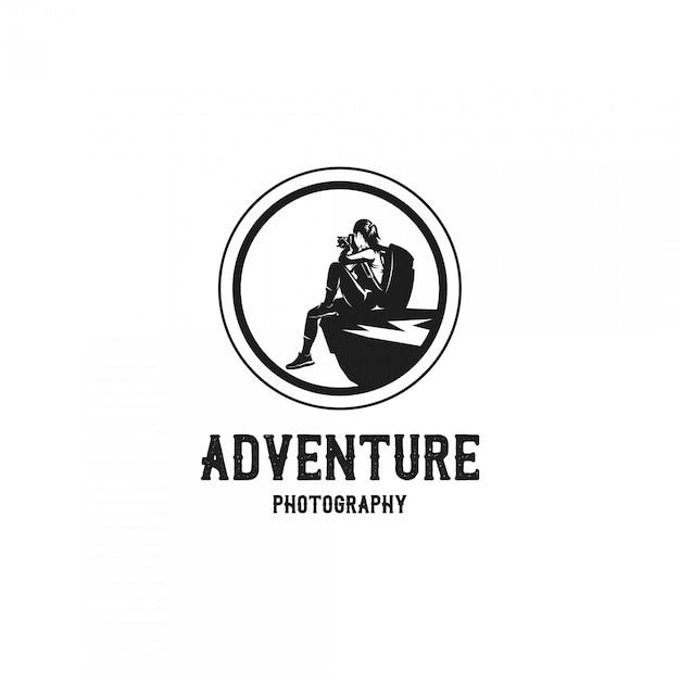 女性冒険写真家シルエットロゴ Premiumベクター