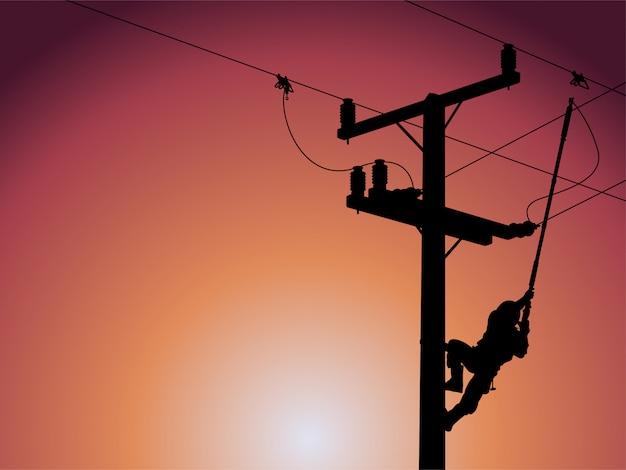 高電圧送電線の単相変圧器を閉じる電力線マンのシルエット。 Premiumベクター