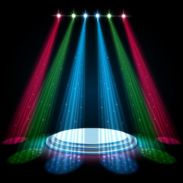 Многоцветные прожекторы с белым подиумом на темном фоне Premium векторы