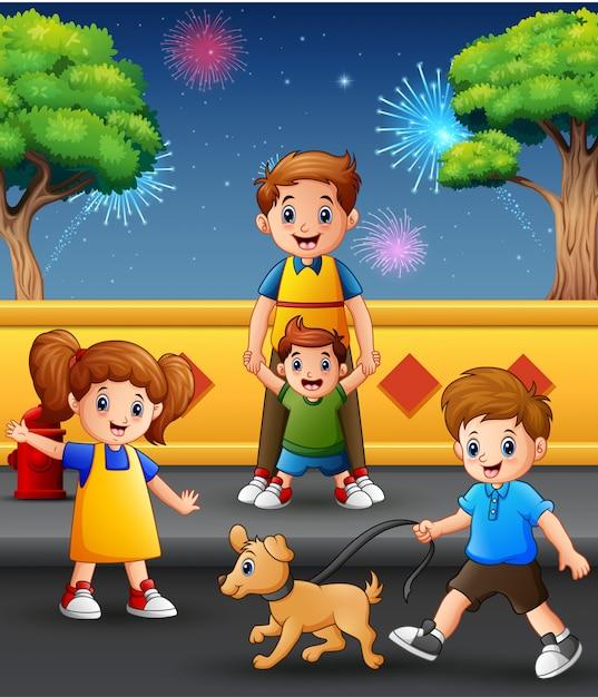 幸せな父と子供たちは花火の背景と遊ぶ Premiumベクター