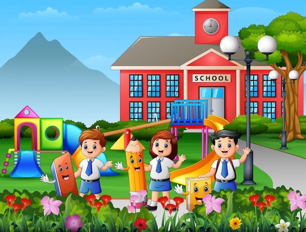 学校の校庭で文房具を持って幸せな学校の子供たち Premiumベクター