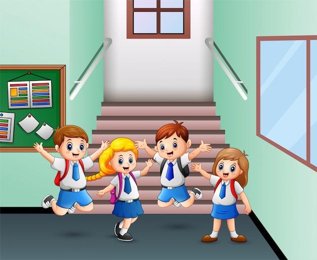放課後に帰宅する学生 Premiumベクター