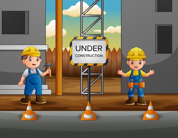 建設現場でマネージャーと建設労働者 Premiumベクター