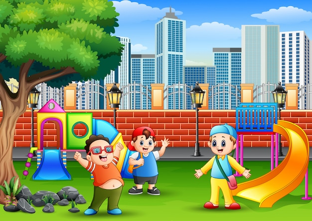 公共の公園で遊んでいる幸せな子供たち Premiumベクター