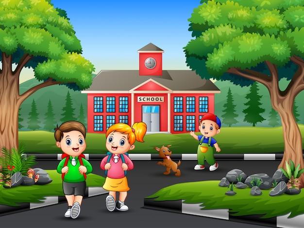 Счастливый студент идет домой после школы Premium векторы