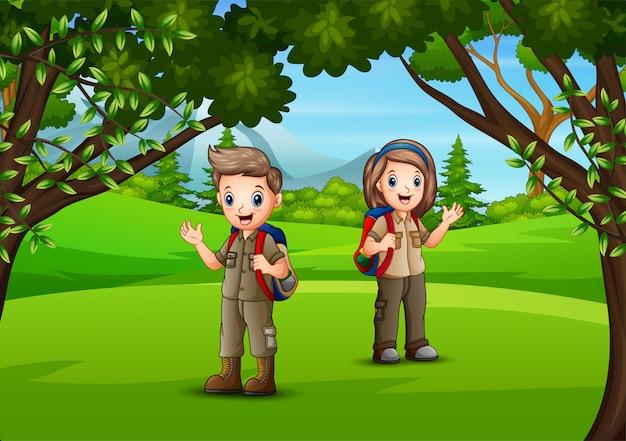 Счастливые дети в джунглях приключений Premium векторы
