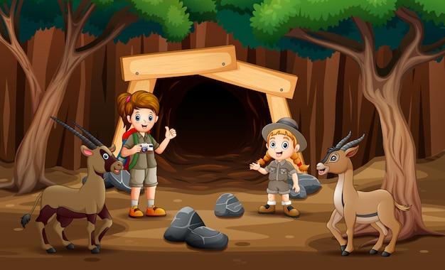 Скауты девушка исследует шахту иллюстрации Premium векторы
