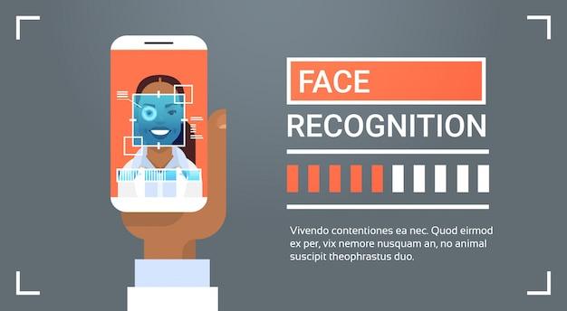ハンドヘルドスマートフォンスキャンアフリカ系アメリカ人女性アイリス顔認識技術バナーバイオーム Premiumベクター