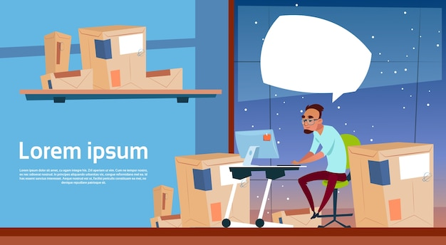 Человек использует компьютерную работу в комплекте поставки Premium векторы