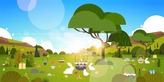 緑の庭とウサギのウサギと美しいイースター休日イラスト Premiumベクター
