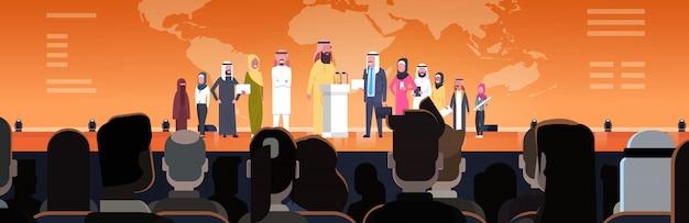 会議やプレゼンテーションでアラブのビジネス人々のグループ水平図アラビアスピーカーのチーム企業研修のコンセプト Premiumベクター