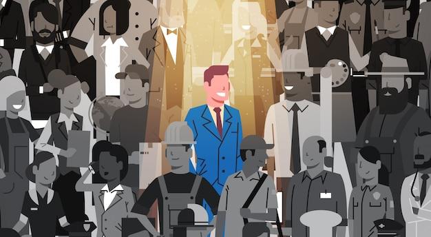 群衆から目立つビジネスマンリーダー、スポットライトレンタル人材募集候補者グループビジネスチームコンセプト Premiumベクター