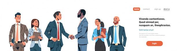 Баннер соглашения рукопожатия бизнесменов Premium векторы