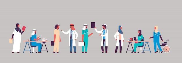 Группа арабских врачей больница связи баннер Premium векторы