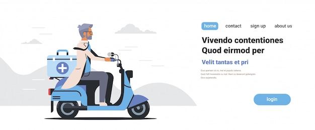Мужской доктор в форме скутер с медицинской хирургической коробке скорой помощи Premium векторы
