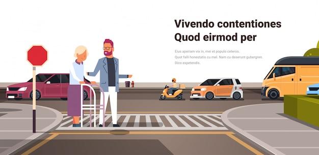 Человек помочь старшей женщине с пересечением улицы Premium векторы
