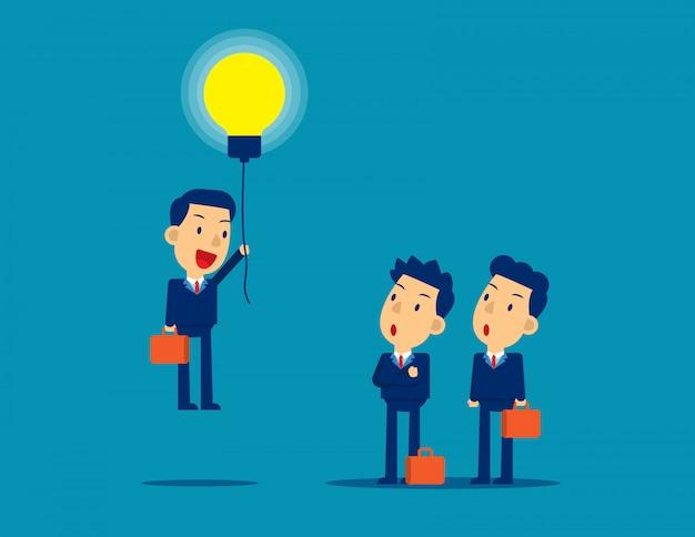 Вылетает из толпы лампочка идей. Premium векторы