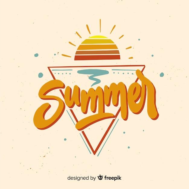 平らな夏の夕日と背景をレタリング 無料ベクター