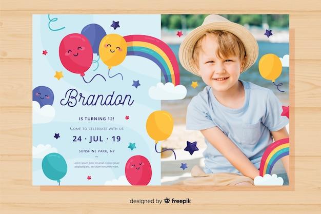 Красочный шаблон приглашения дня рождения Бесплатные векторы