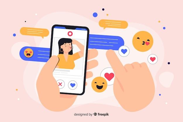 Телефон в окружении социальных икон массовой информации концепции иллюстрации Бесплатные векторы