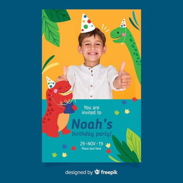 写真と恐竜の子供の誕生日の招待状のテンプレート 無料ベクター