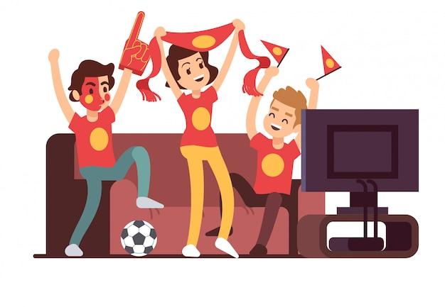 Футбольные фанаты и друзья смотрят телевизор на диване. футбольный матч поддержки людей векторная иллюстрация Premium векторы