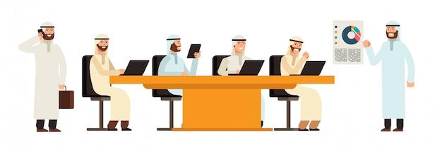 ビジネス会議のテーブルでアラブの実業家グループ。 Premiumベクター