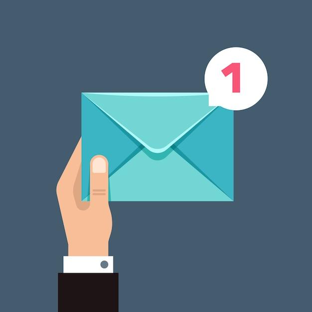 ユーザーの手の封筒で受信メッセージの概念 Premiumベクター