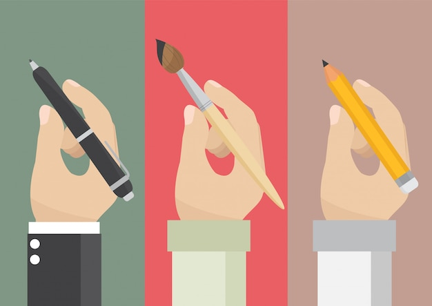 Мужчина держит карандаш и кисть Premium векторы