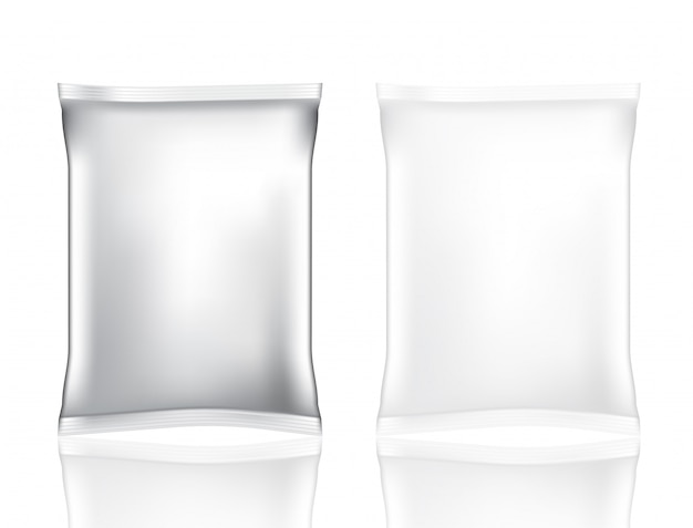 スナックとチップの分離のための現実的な箔バッグをモックアップします。 Premiumベクター