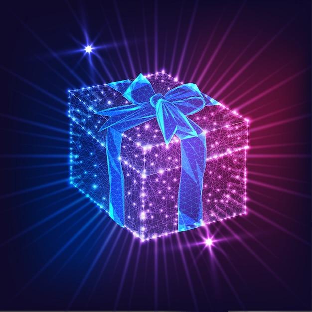 Футуристическая светящаяся низкая поли подарочная коробка с лентой лук, изолированных на синем и фиолетовом фоне. Premium векторы