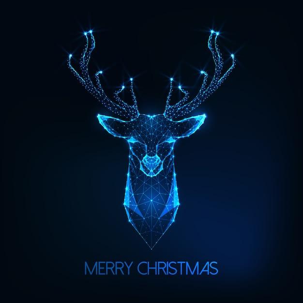 ダークブルーの未来的な輝く低ポリ鹿頭とメリークリスマスのグリーティングカード Premiumベクター