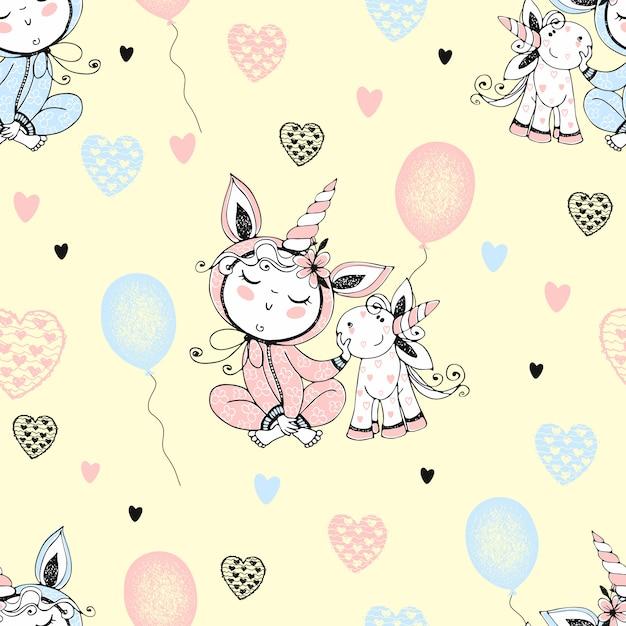 彼のおもちゃのユニコーンと風船のパジャマでかわいい赤ちゃんとのシームレスなパターン。 Premiumベクター