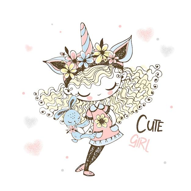 Милая девушка в шапке единорога с игрушкой кролика. Premium векторы