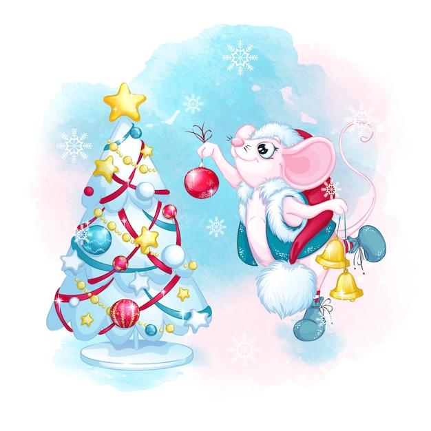 Милая белая мышь в шапке санта-клауса украшает елку. Premium векторы