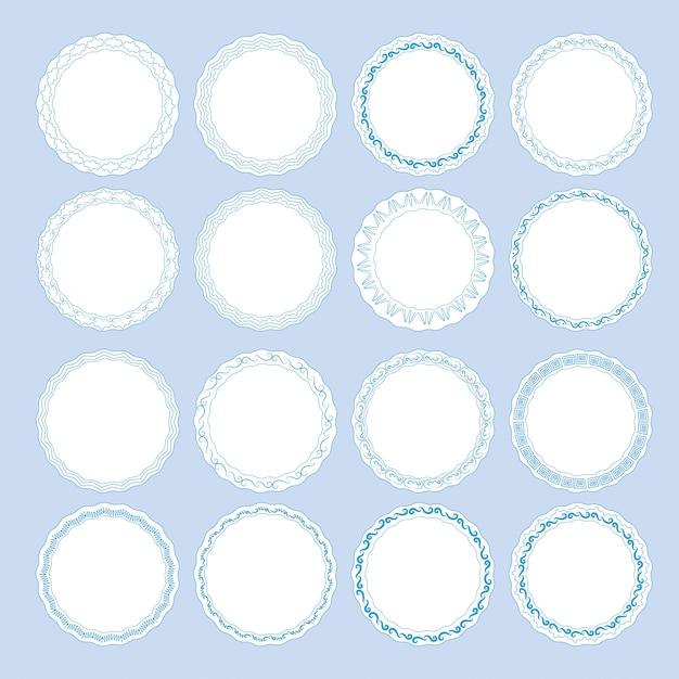 Набор тарелок с синей декоративной каймой. шаблон дизайна в этническом стиле гжельская роспись фарфора Premium векторы