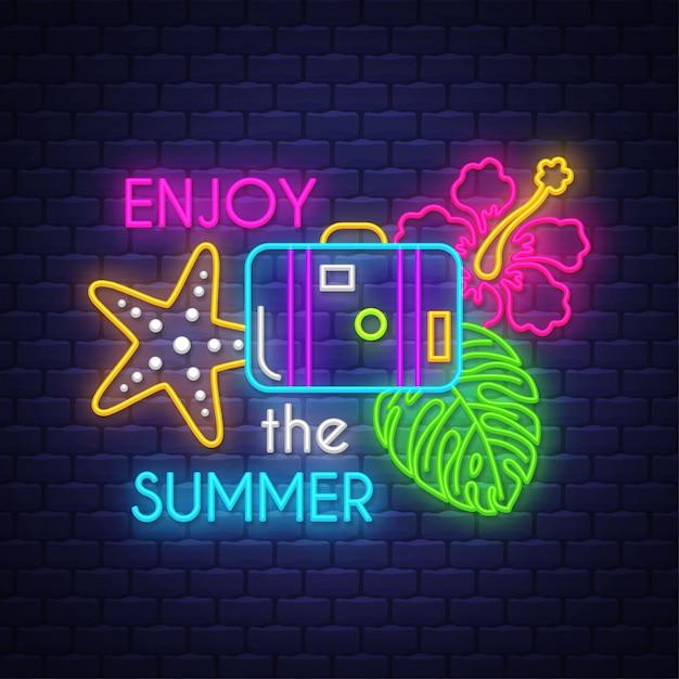 夏を楽しむ。ネオンサインレタリング Premiumベクター