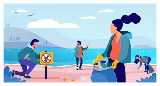 Группа молодых добровольцев, собирающих мусор на берегу океана Бесплатные векторы
