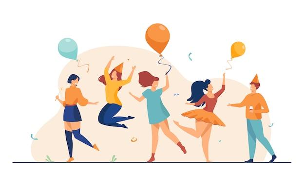 Счастливые люди танцуют на вечеринке плоской иллюстрации Бесплатные векторы