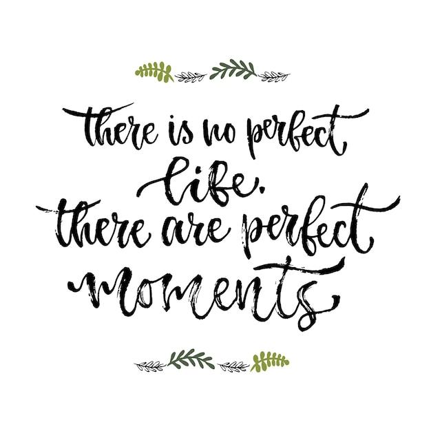 感動的なフレーズ。完璧な人生はありません、完璧な瞬間があります。手書きの書道。印刷デザインのためのベクトル図 Premiumベクター