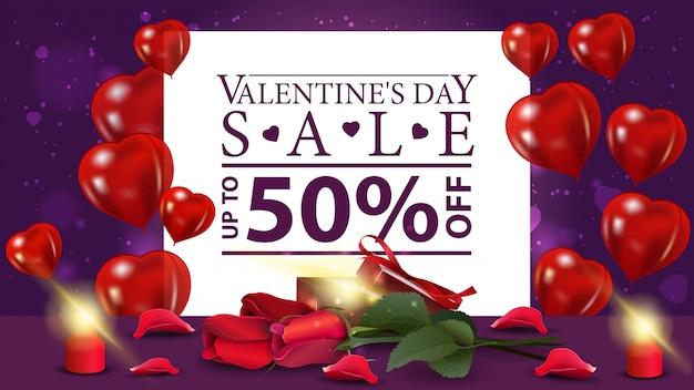 バレンタインデーのギフトと花と割引紫バナー Premiumベクター