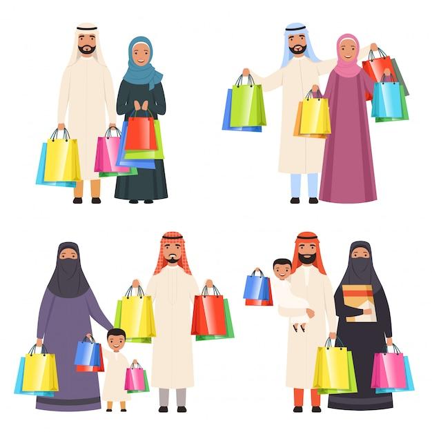 Арабские семейные магазины, мусульманские счастливые люди, мужчины, женщины и дети на рынке с сумками, изолированные Premium векторы