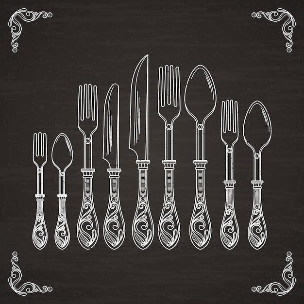 スプーン、フォーク、ナイフのベクター画像。黒い黒板に食器手描きのシルエット Premiumベクター