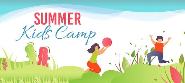 Мультипликационный баннер, рекламирующий летний детский лагерь в лесу Бесплатные векторы