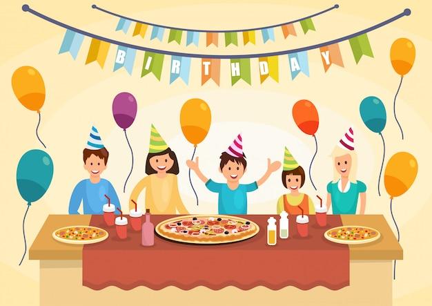 漫画幸せな家族は誕生日にピザを食べています。 Premiumベクター