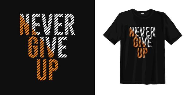 Никогда не сдавайся цитаты. мотивационный футболка-дизайн Premium векторы